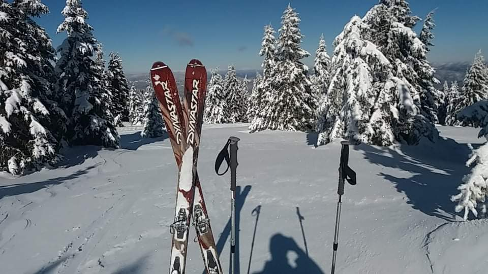 кадри от краткия преход със ски с колани, който осъществихме набързо в един слънчев следобед